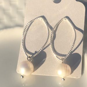 Jewelry - NEW 📿Pearl and silver earrings